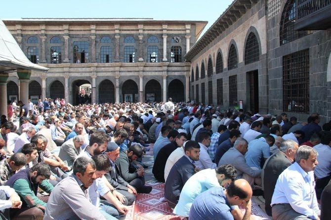 """""""Namaz, Allah ile buluşma ve dertleşmedir"""" galerisi resim 3"""