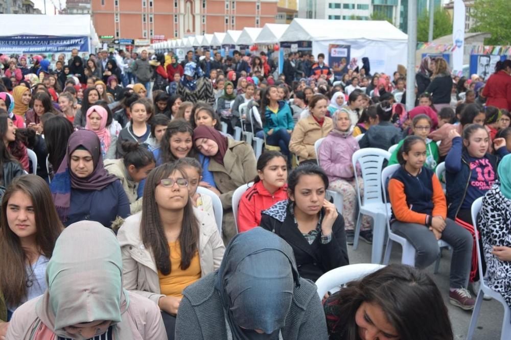 """""""Biz Kardeşiz"""" sloganıyla 55 ülke öğrencileri oğrafyalarını tanıttı galerisi resim 15"""