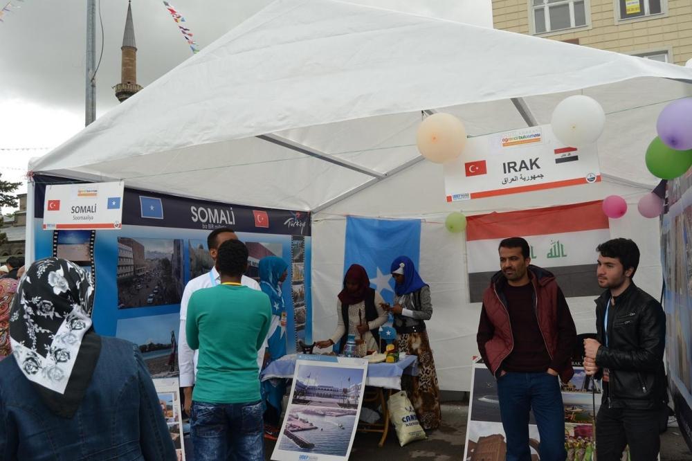 """""""Biz Kardeşiz"""" sloganıyla 55 ülke öğrencileri oğrafyalarını tanıttı galerisi resim 6"""