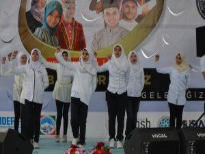 """""""Biz Kardeşiz"""" sloganıyla 55 ülke öğrencileri oğrafyalarını tanıttı"""