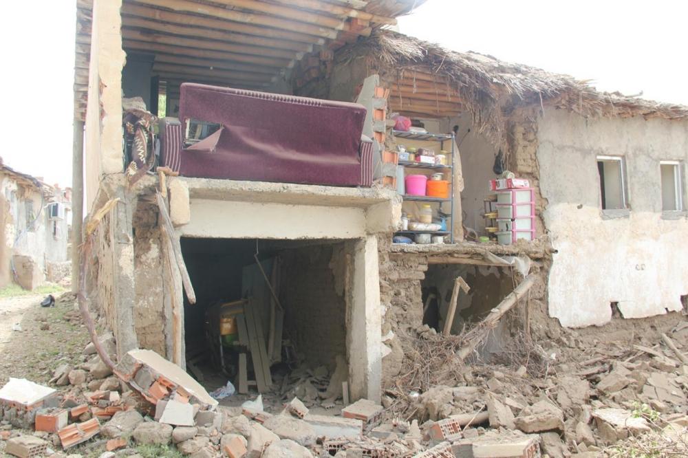 Patlamanın detayları Köylüler yakınlarının parçalarını arıyor galerisi resim 17