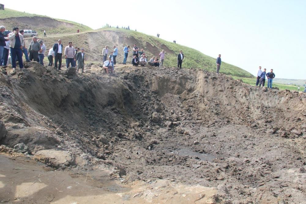 Patlamanın detayları Köylüler yakınlarının parçalarını arıyor galerisi resim 24