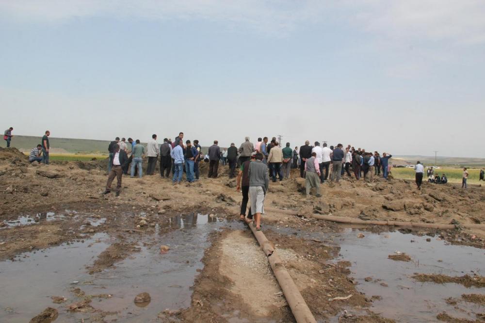 Patlamanın detayları Köylüler yakınlarının parçalarını arıyor galerisi resim 9