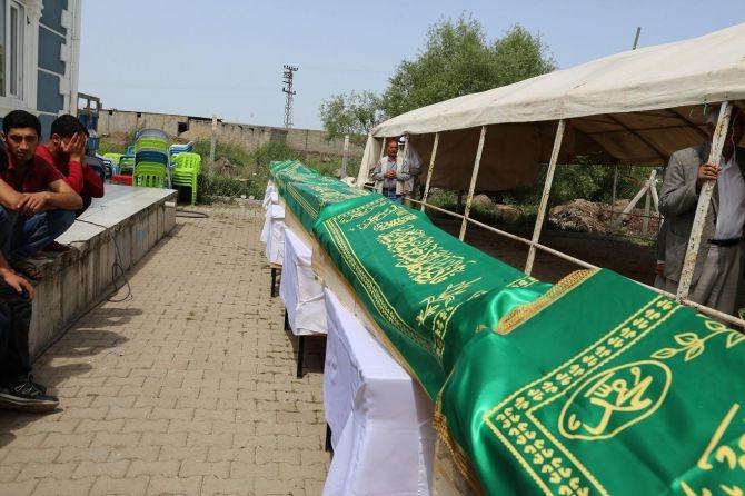 PKK'nın katlettiği 13 kişinin cenazesi Tanışık köyünde galerisi resim 10
