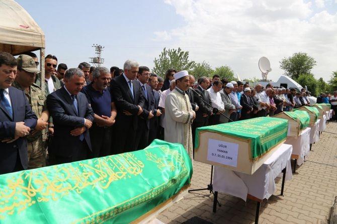 PKK'nın katlettiği 13 kişinin cenazesi Tanışık köyünde galerisi resim 11