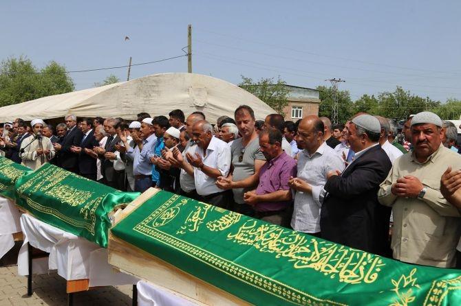 PKK'nın katlettiği 13 kişinin cenazesi Tanışık köyünde galerisi resim 12