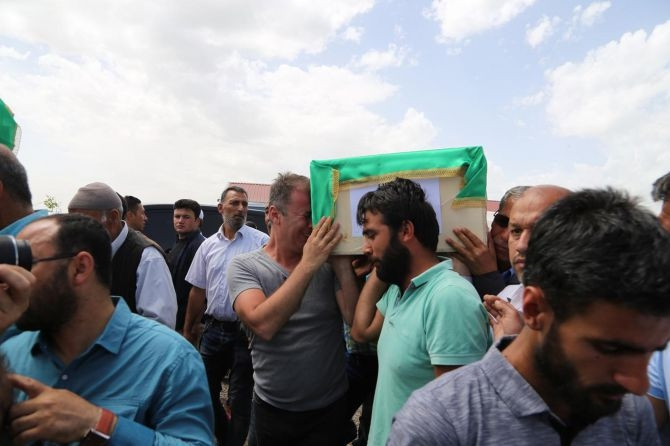 PKK'nın katlettiği 13 kişinin cenazesi Tanışık köyünde galerisi resim 13