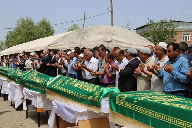 PKK'nın katlettiği 13 kişinin cenazesi Tanışık köyünde galerisi resim 14