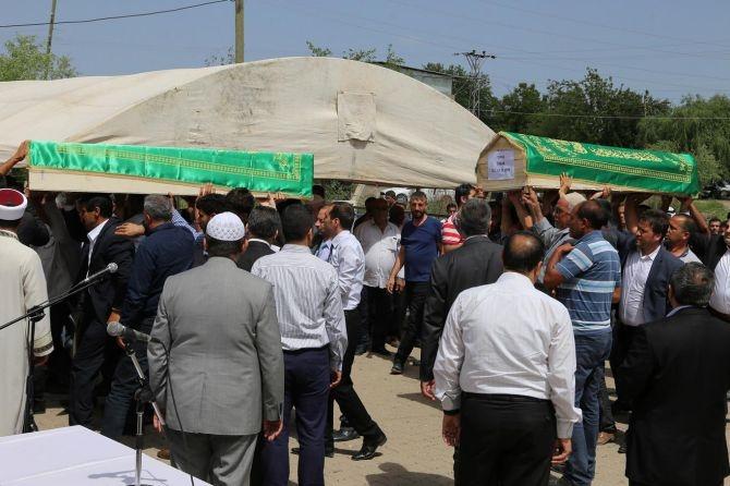 PKK'nın katlettiği 13 kişinin cenazesi Tanışık köyünde galerisi resim 4
