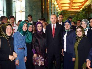 Cumhurbaşkanı Erdoğan gençleri ağırladı