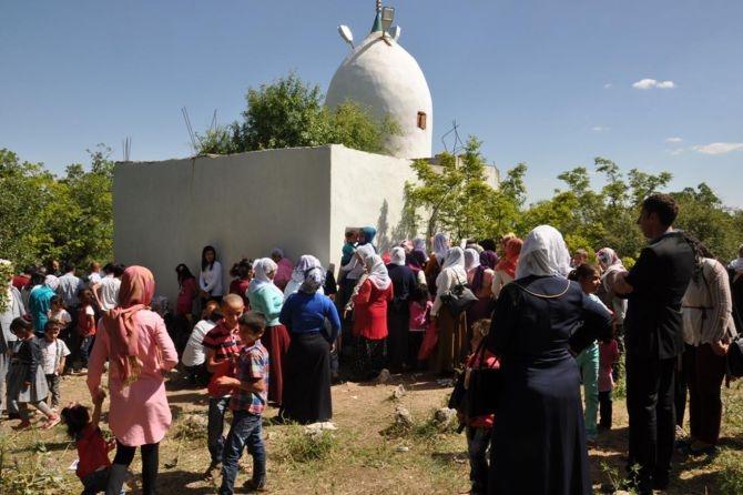 Şeyh Mahmut Türbesi'ne ziyaretçi akını galerisi resim 8