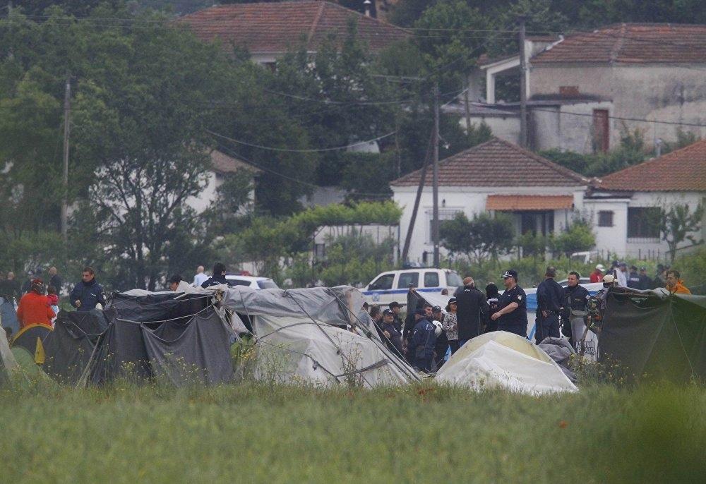 Yunanistan'ın Makedonya sınırındaki İdomeni kampı boşaltılıyor galerisi resim 1
