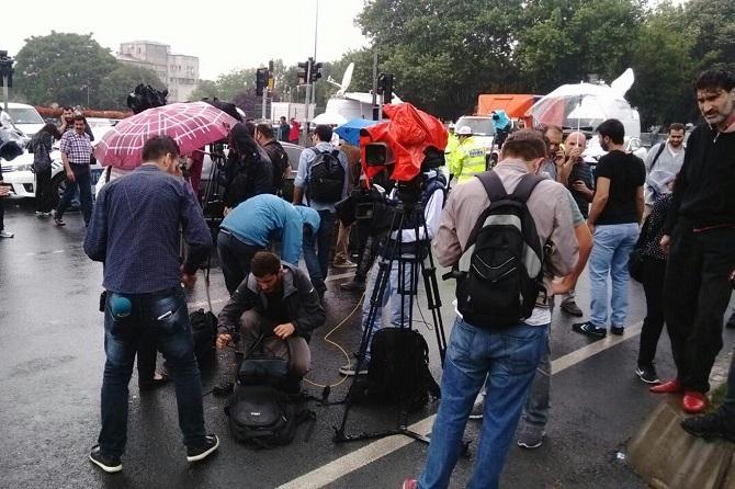 İstanbul'da polis aracına saldırı galerisi resim 5