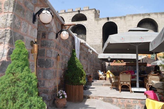 810 Yıllık Tarihi Sultan Hamamı Restoran olarak hizmet veriyor galerisi resim 24