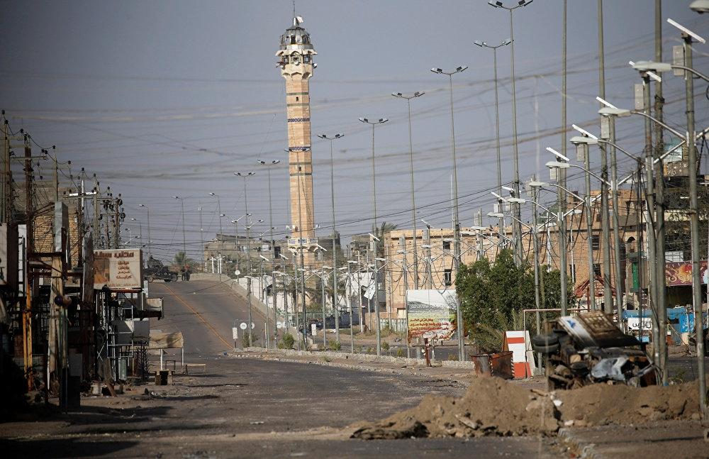 Irak'ın Anbar vilayetine bağlı Felluce'de Irak bayrağı dalgala galerisi resim 1