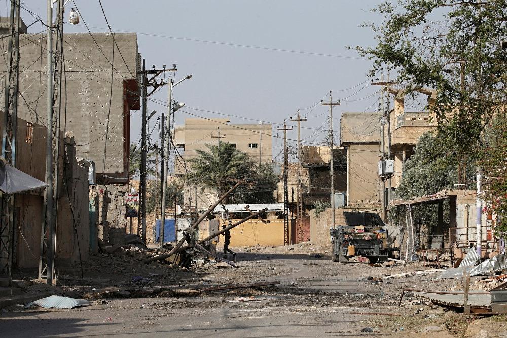 Irak'ın Anbar vilayetine bağlı Felluce'de Irak bayrağı dalgala galerisi resim 4