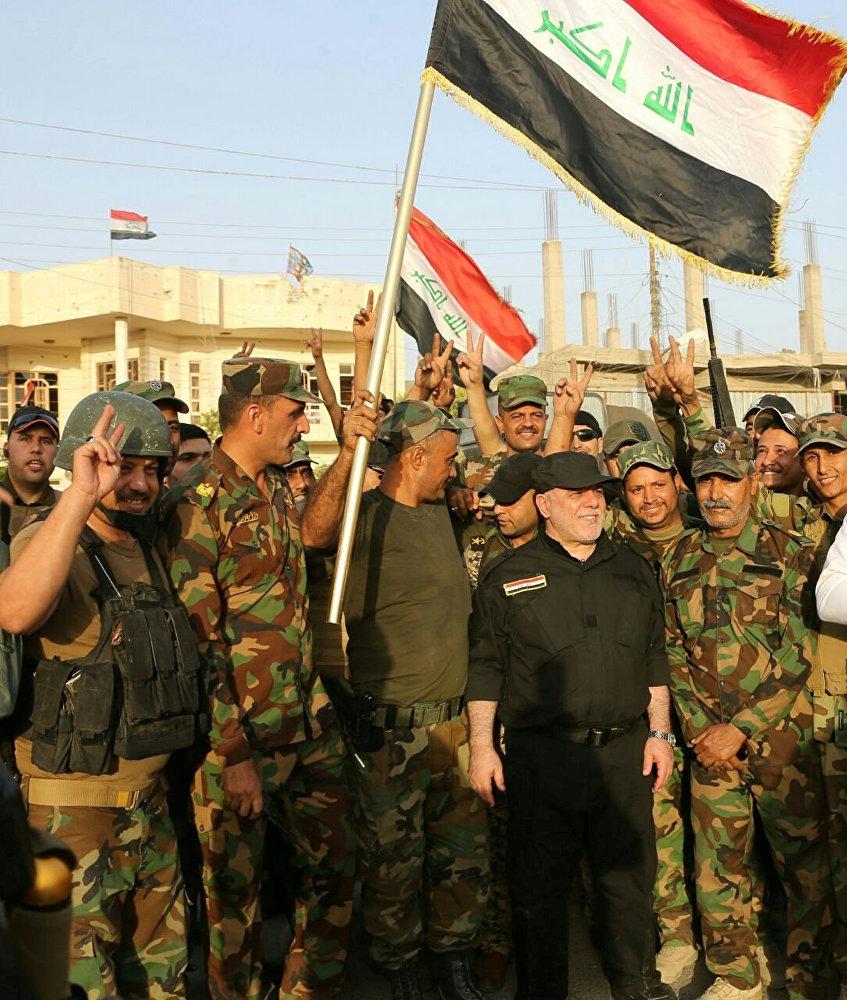 Irak'ın Anbar vilayetine bağlı Felluce'de Irak bayrağı dalgala galerisi resim 6