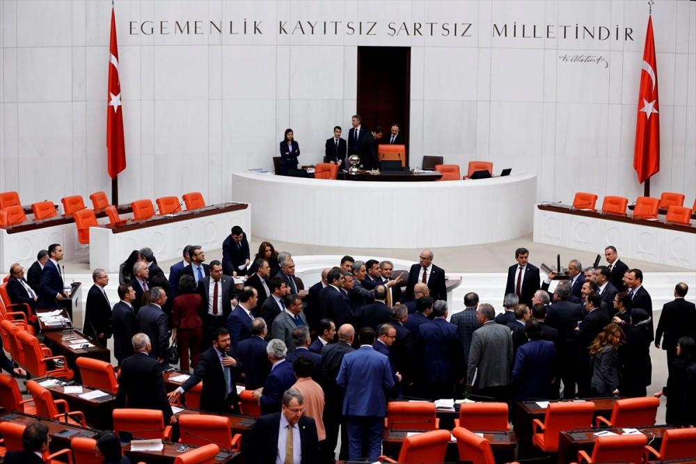 Meclis'te vekiller birbirine girdi galerisi resim 1