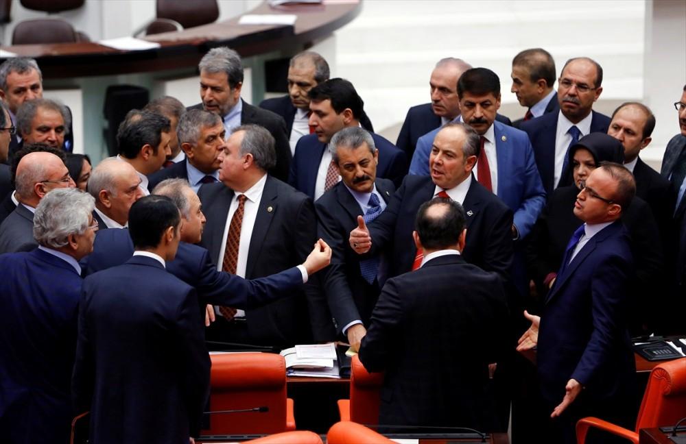 Meclis'te vekiller birbirine girdi galerisi resim 12