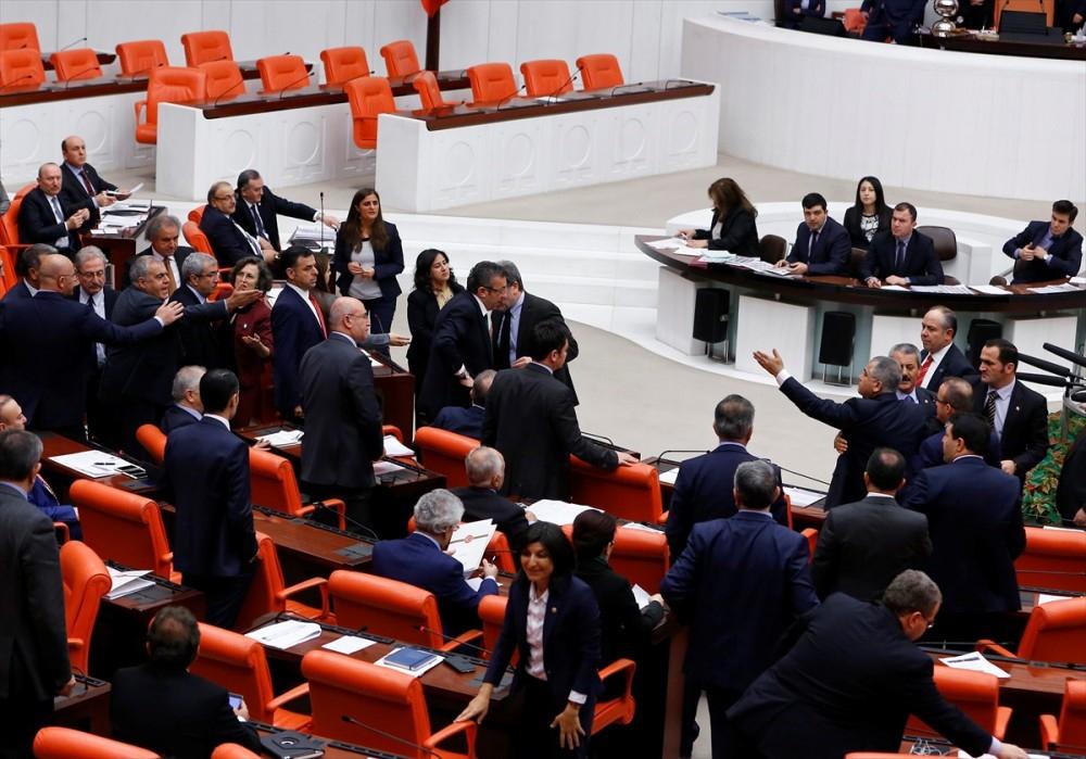 Meclis'te vekiller birbirine girdi galerisi resim 4