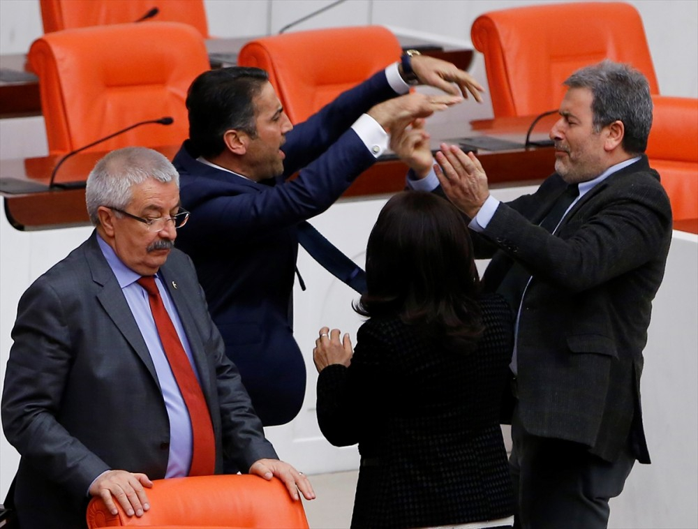 Meclis'te vekiller birbirine girdi galerisi resim 8