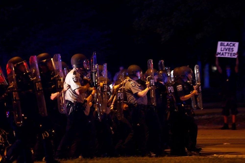 ABD'de polis şiddeti protesto edildi: 4'ü polis 5 yaralı galerisi resim 1