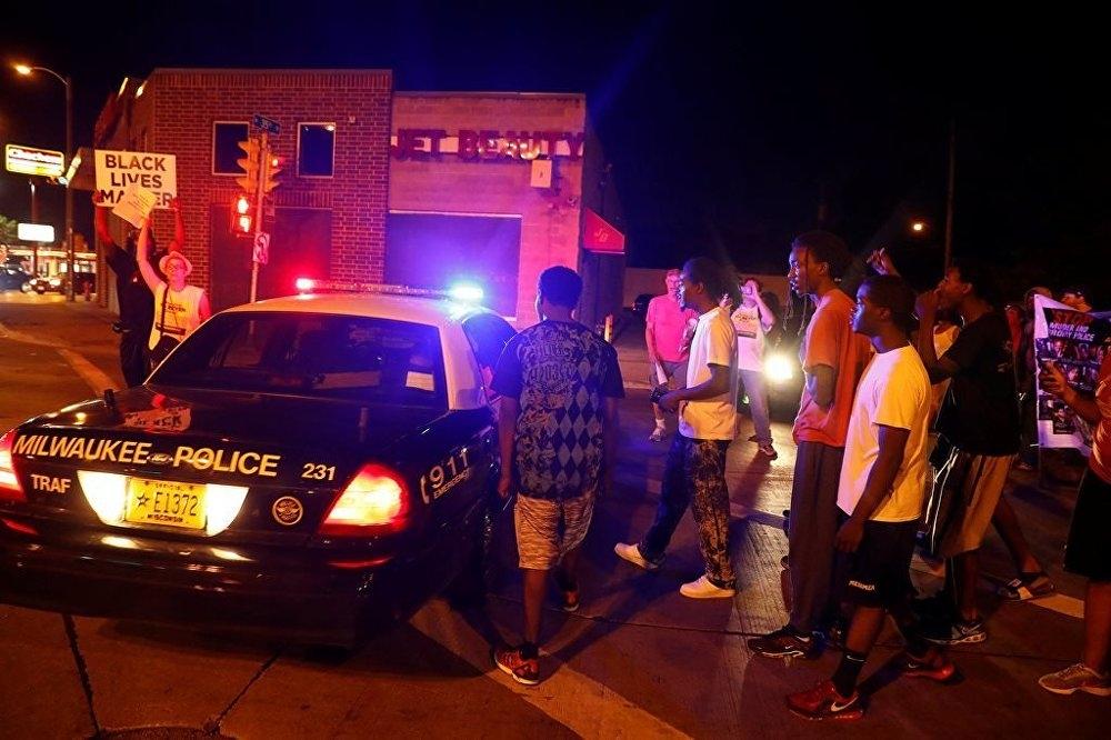 ABD'de polis şiddeti protesto edildi: 4'ü polis 5 yaralı galerisi resim 3