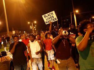 ABD'de polis şiddeti protesto edildi: 4'ü polis 5 yaralı