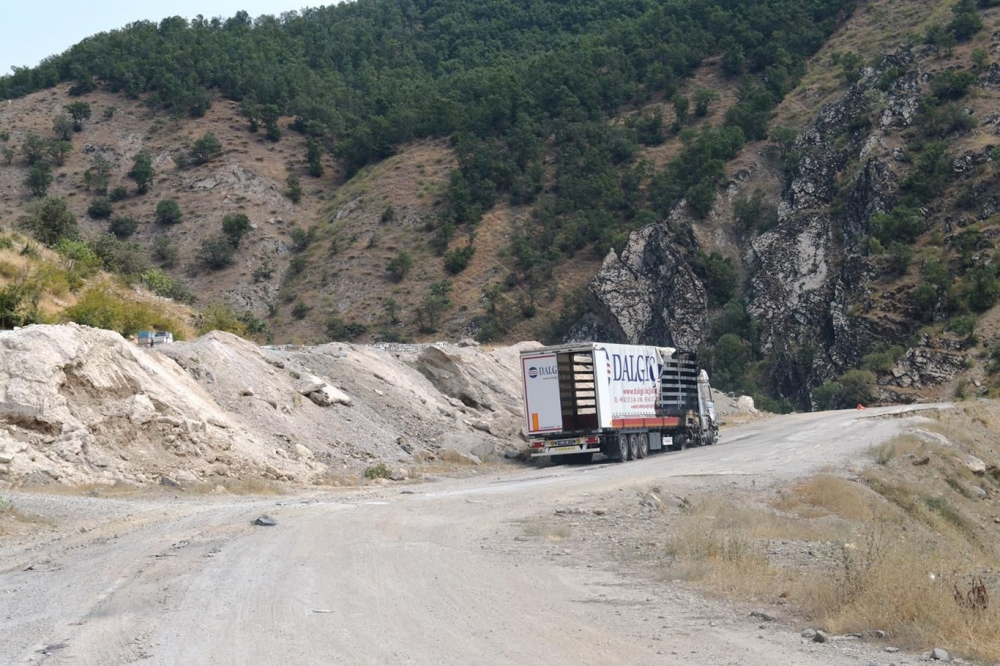 İşte PKK'nin Bitlis'te ateşe verdiği araçlar! galerisi resim 14