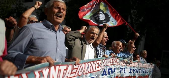Yunanistan'da Mali kriz emeklileri sokağa dökti galerisi resim 2