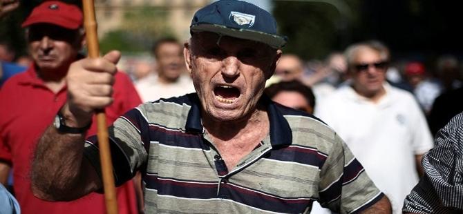 Yunanistan'da Mali kriz emeklileri sokağa dökti galerisi resim 5