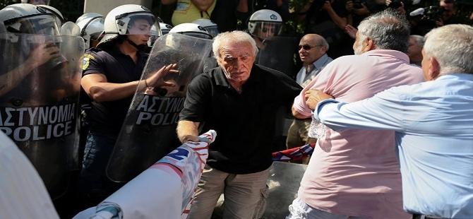 Yunanistan'da Mali kriz emeklileri sokağa dökti galerisi resim 6