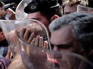 Yunanistan'da Mali kriz emeklileri sokağa dökti