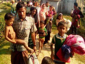 Arakanlı Müslümanlar Bangladeş'e geçmeye çalışıyor