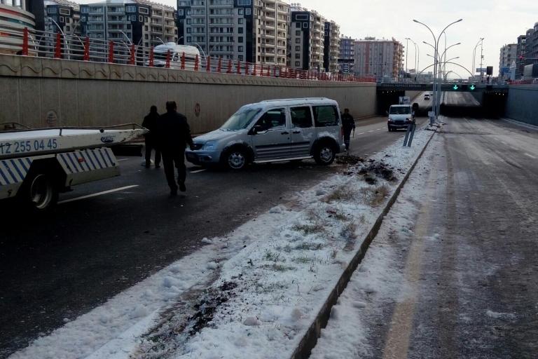 Yolun buzlanması Trafik kazasına sebep oldu galerisi resim 11