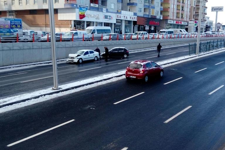 Yolun buzlanması Trafik kazasına sebep oldu galerisi resim 12