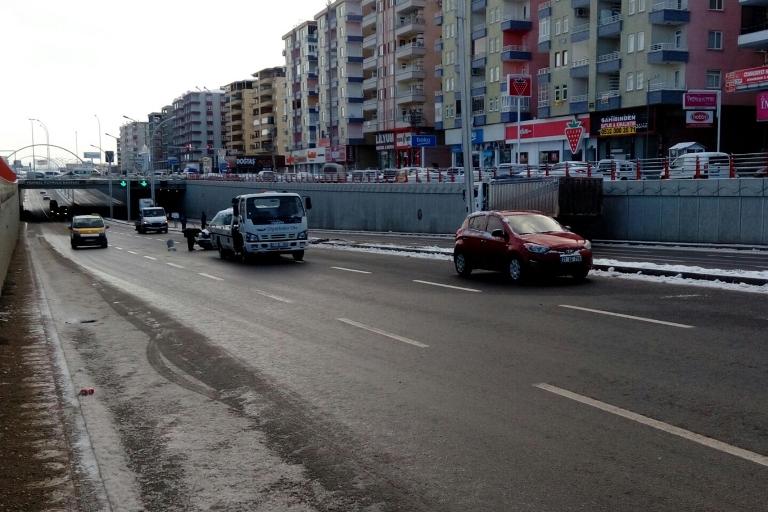 Yolun buzlanması Trafik kazasına sebep oldu galerisi resim 4