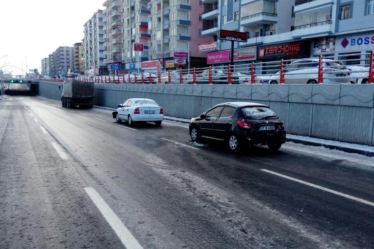 Yolun buzlanması Trafik kazasına sebep oldu galerisi resim 5