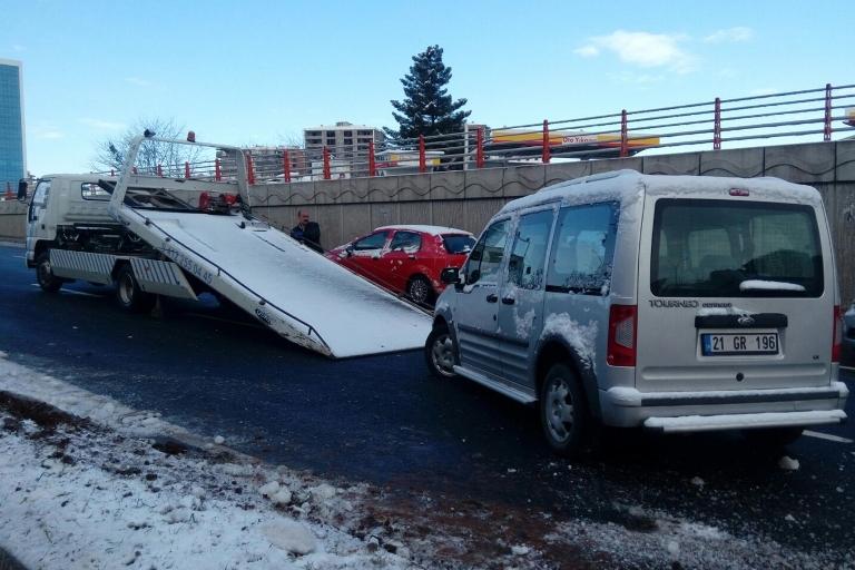 Yolun buzlanması Trafik kazasına sebep oldu galerisi resim 6