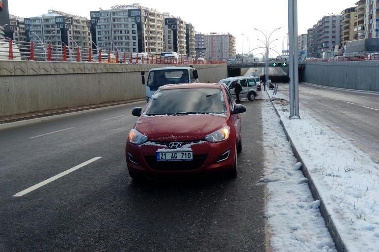 Yolun buzlanması Trafik kazasına sebep oldu galerisi resim 8
