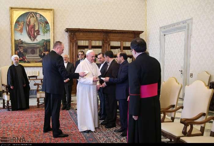 İran Cumhurbaşkanı Ruhanı ve Papa Francisus görüşmesinden kareler galerisi resim 9