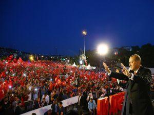 Erdoğan: Milletimiz o gece imanıyla en modern silahlara galebe çaldı