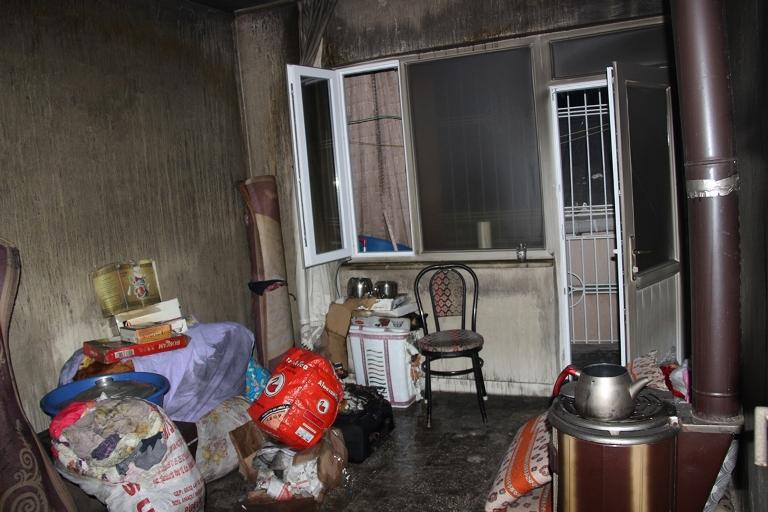 Sur'u terk etmek isteyen bir ailenin evi ateşe verildi galerisi resim 3