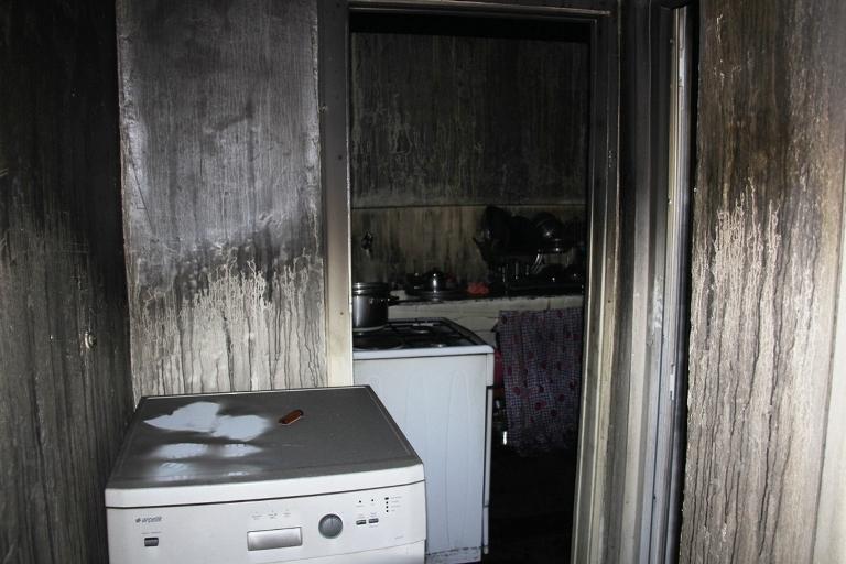 Sur'u terk etmek isteyen bir ailenin evi ateşe verildi galerisi resim 4