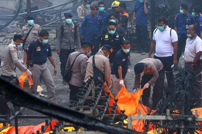 Endonezya'daki patlamada ölenlerin sayısı 47'ye yükseldi galerisi resim 1