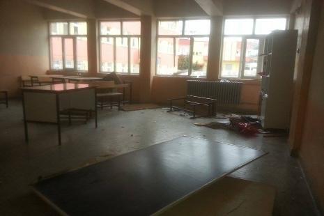 Okula daldı ne varsa kırdı galerisi resim 1
