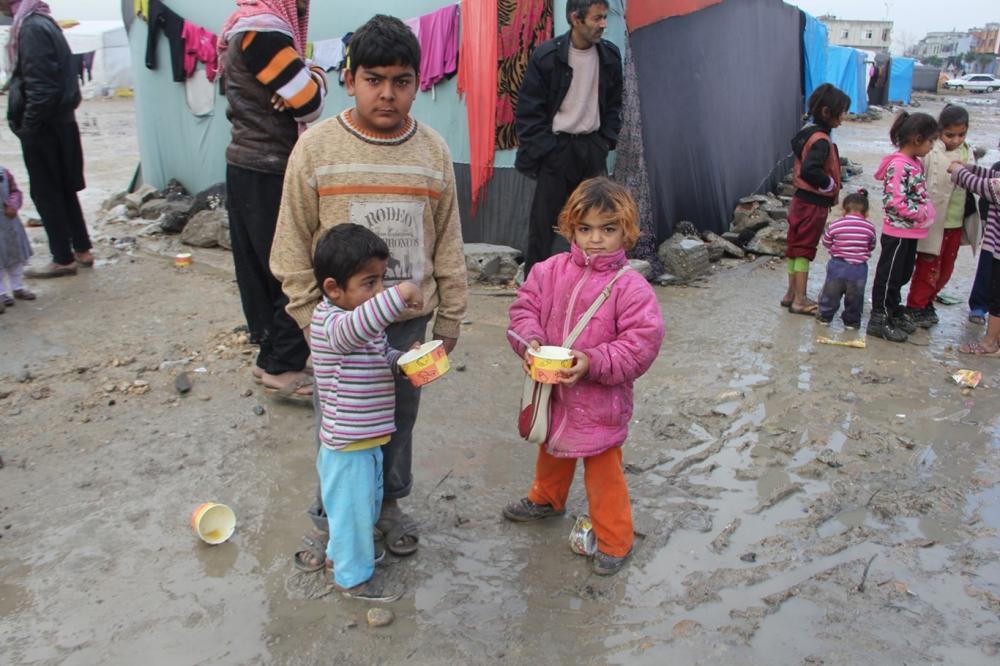 Suriyelilerin çamur içerisinde yaşam mücadelesi galerisi resim 11