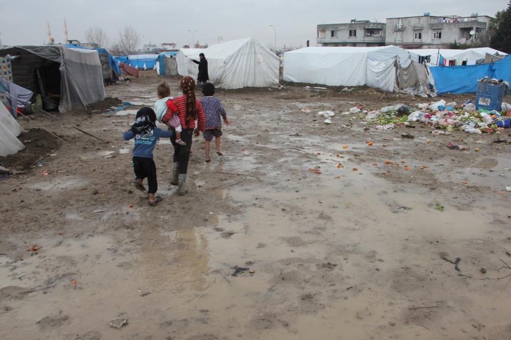 Suriyelilerin çamur içerisinde yaşam mücadelesi galerisi resim 12