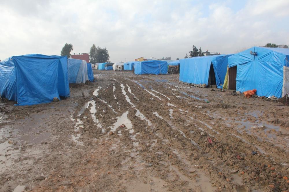 Suriyelilerin çamur içerisinde yaşam mücadelesi galerisi resim 17