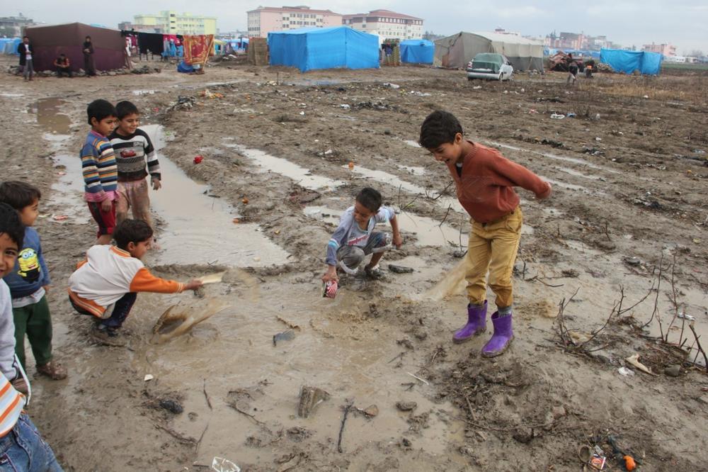 Suriyelilerin çamur içerisinde yaşam mücadelesi galerisi resim 22